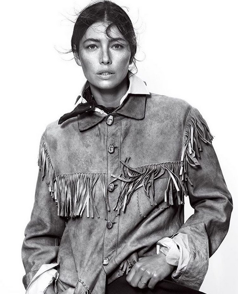 Jessica Biel viser litt av det vi kan vente oss via Vogue  (INSTAGRAM)