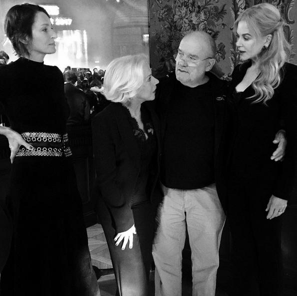 «Kjære Uma, Helen og Nicole, tusen takk for deres tillitt og tilstedeværelse i dag», deler Peter Lindbergh via sin Instagramkonto