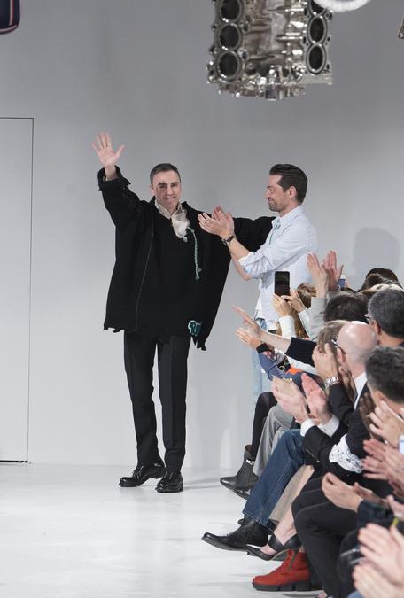 Raf Simons under visningen av Calvin Kleins FW'17-kolleksjon