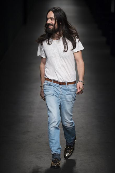Alessandro Michele under visningen av Gucci FW'17-kolleksjon