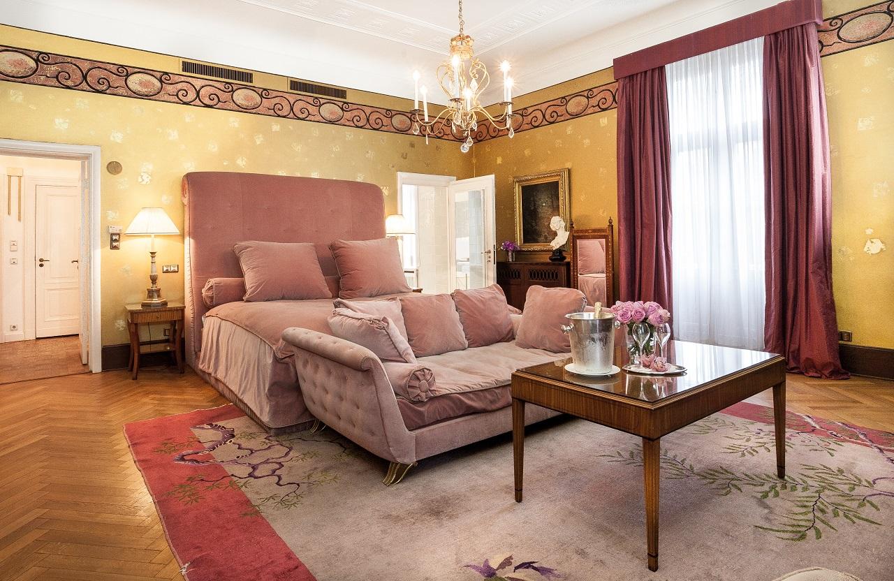 Designhotell: Majestetisks til i Karl Lagerfelds suite på Schlosshotel im Grunevald i Berlin.