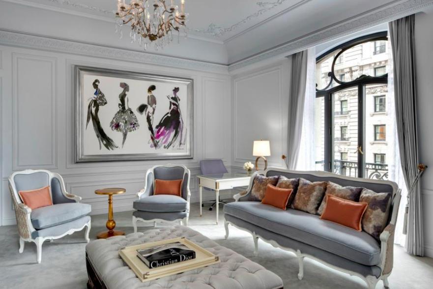 Designhotell: Grå og orange detaljer i suiten til Christian Dior på Le Barrière Majestic Hotel.
