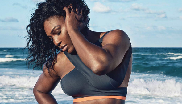 Serena Williams poserer i bikini.