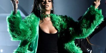 Rihanna i pels fra Versace