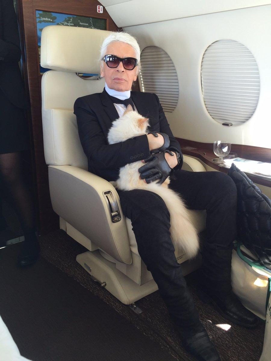 Karl Lagerfeld med katten Choupette