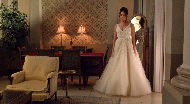 Meghan Markle i brudekjole i en scene fra Suits. Foto: US Network