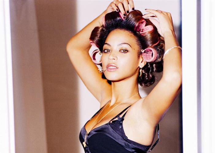 Beyonce med hårruller