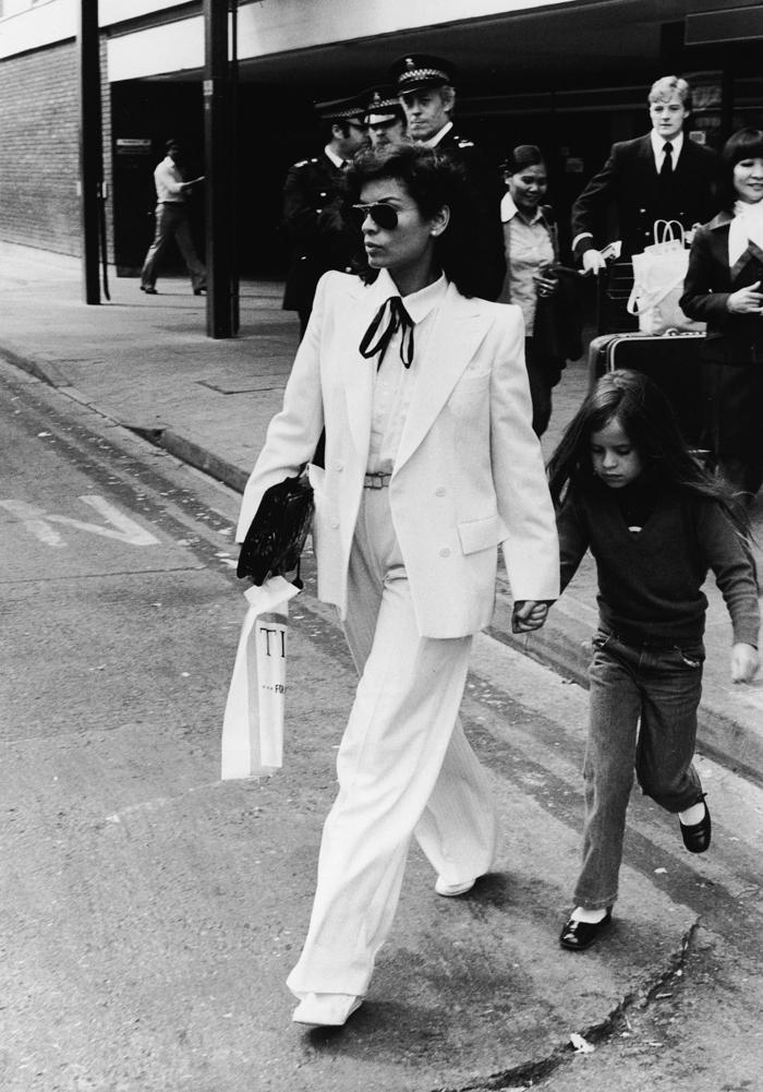 Bianca Jagger i dressjakke