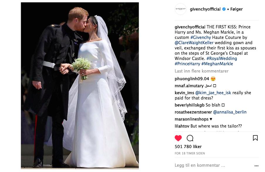Brudeparets første kyss etter vielsen. Meghan Markle i brudekjole fra Givenchy. Foto: Skjemdump Instagram @GivenchyOfficial