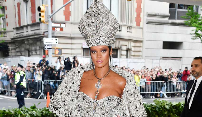 Rihanna som paven under Met Gala