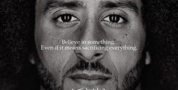 Nike både hylles og kritiseres for sitt av NFL-spiller Colin Kaepernick som ansikt utad.