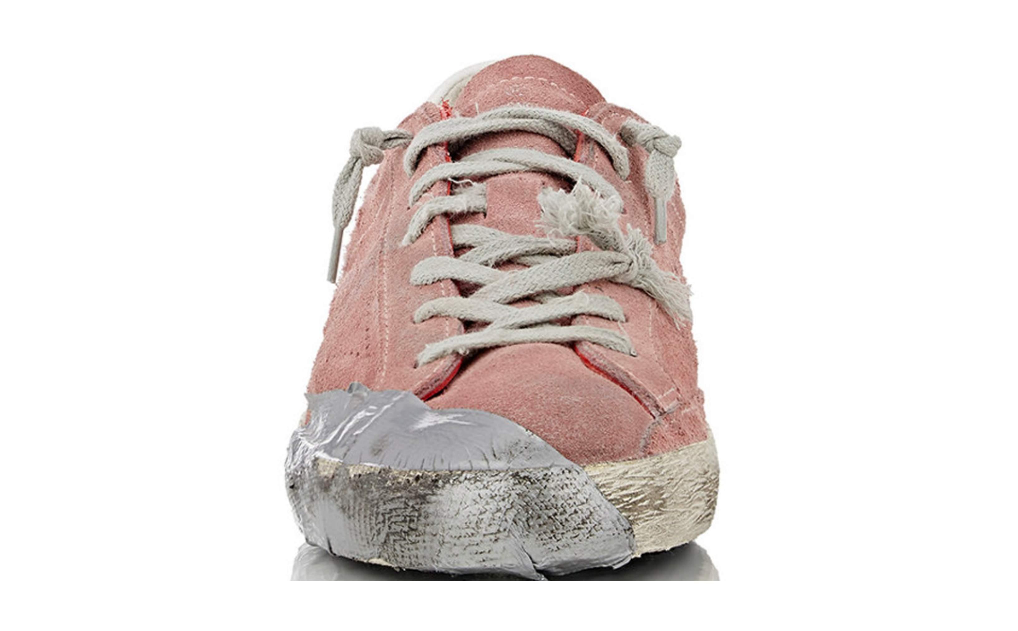 29d877e9 For to år siden gikk flere ut og mente at Golden Goose sine slitte sneakers,  med gaffatape, hull og det hele, var fornærmende mot folk som er hjemløse  og ...