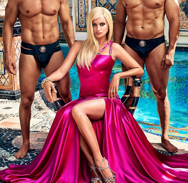 Penelope Cruz som Donatella Versace
