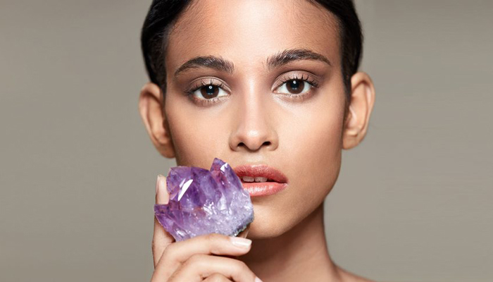 Krystallmassasje i hudpleie