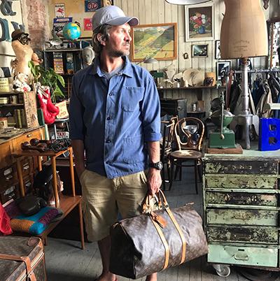 Fransk Bazar selger arbeidsjakker og kjeledresser