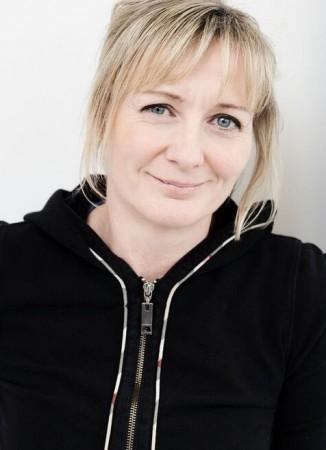 Monika Rakke er en ekspert å regne når det kommer til farmasi. Hun mener mikroplast er unødvendig i kosmetikk