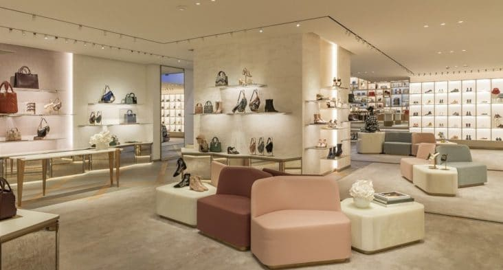 Dior har åpnet ny butikk på Champs-Elysees i Paris