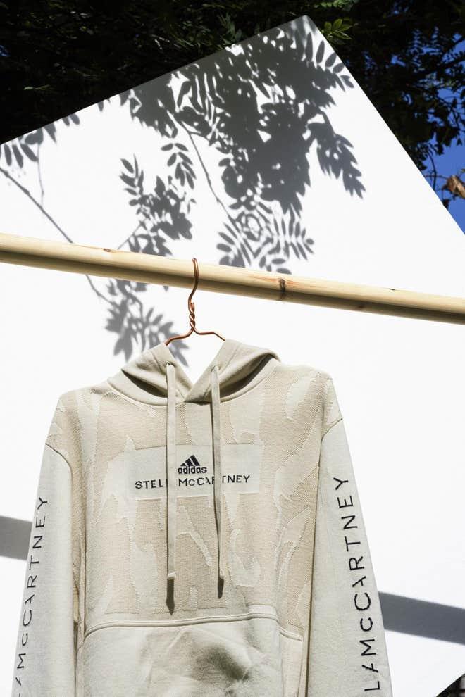 Stella McCartney lanserer verdens første resirkulerbare hoodie i samarbeid med Adidas