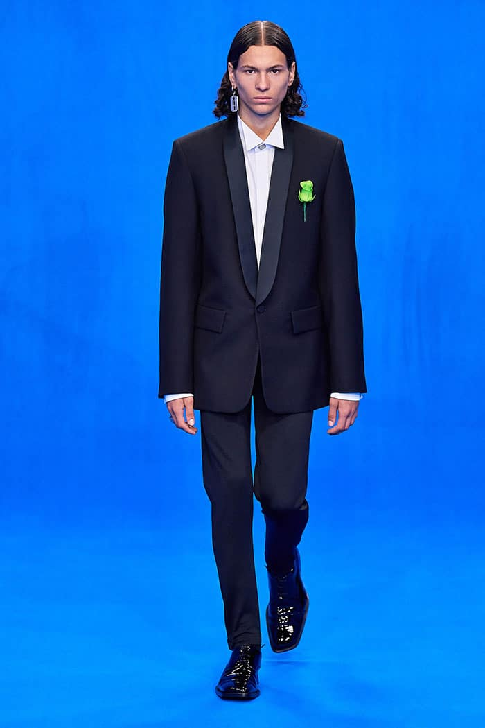 Inti Wang gikk for Balenciaga under moteuken i Paris