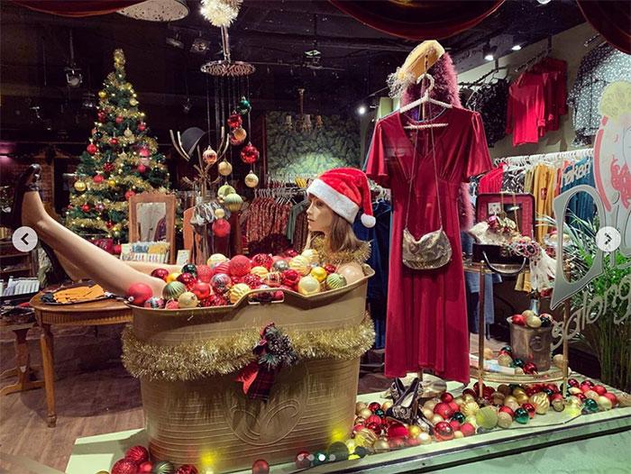 Julevinduer på Frøken Dianas Salonger