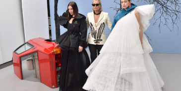 Yolanda Hadid gjør comeback på catwalken under Off-White-visningen i Paris