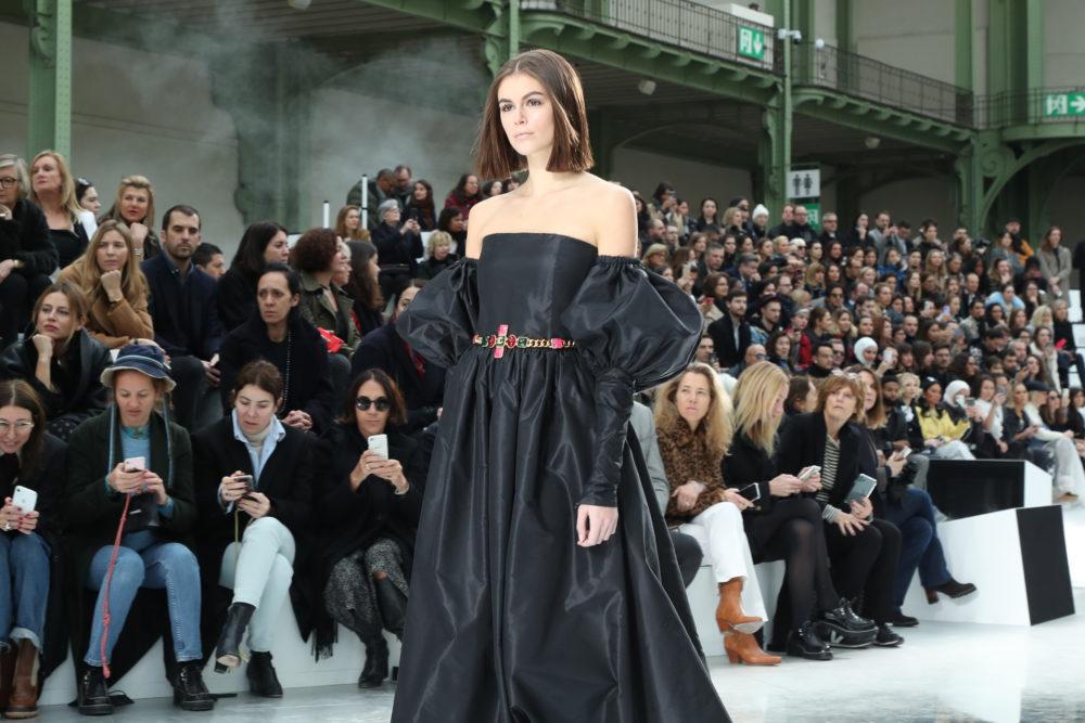 Kaia Gerber på catwalken for Chanel