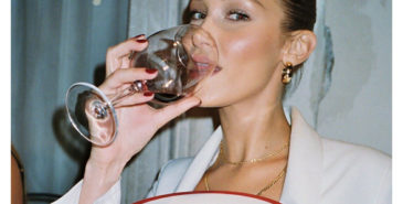 Bella Hadid er blant motekjendisene som disker opp i hjemmekarantene