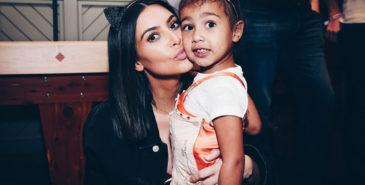 Kim Kardashian deler familiebilde i koronakarantene