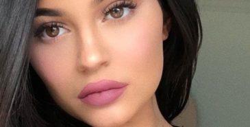 Se Kylie Jenner uten sminke i koronakarantene