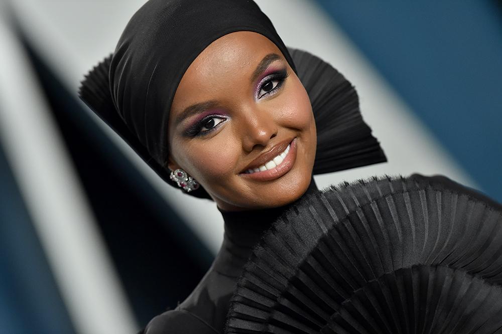 Supermodell Halima Aden designer hijab-vennlig ansiktmaske for helsepersonell under koronakrisen