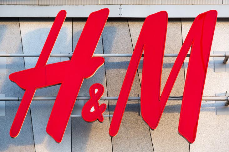 H&M må stenge hundrevis av butikker