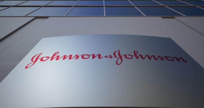 Den amerikanske kosmetikkgiganten Johnson & Johnson må trekke kontroversielt hudblekingsprodukt fra markedet