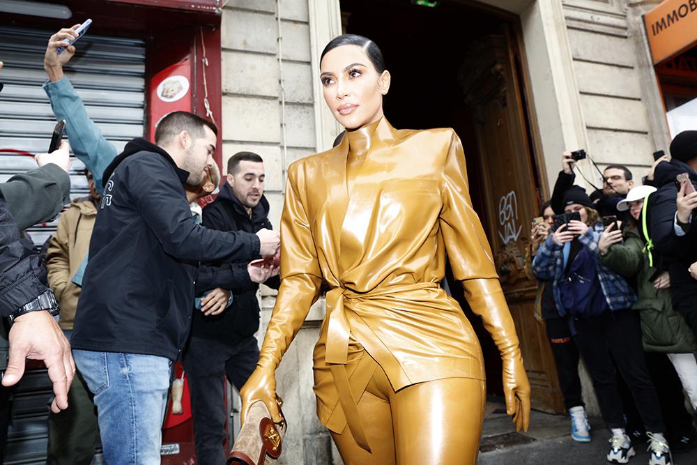 Mowalola Ogunlesi er Kim Kardashians nye favorittdesigner