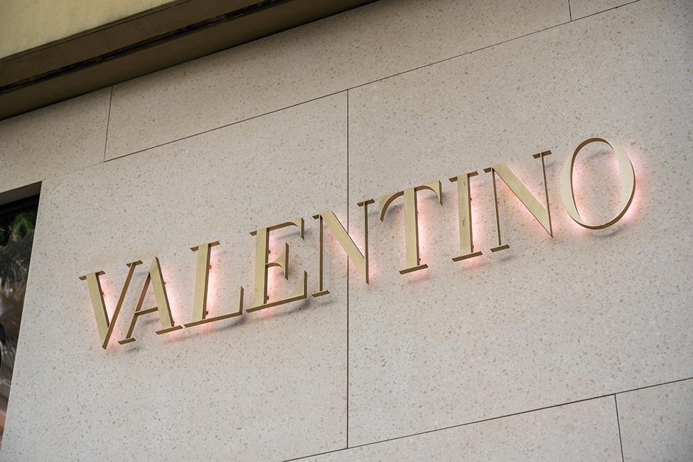 Valentino saksøker for kopering