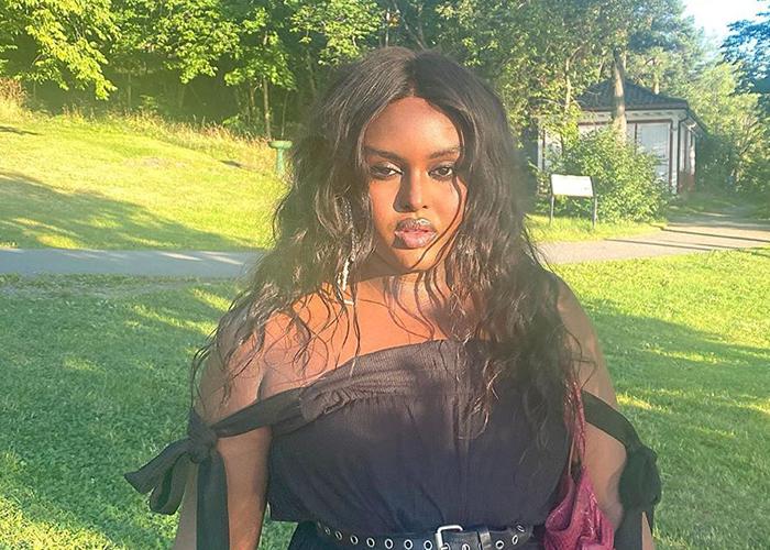 Ceval Omar skriver historie som den første svarte curvy transmodellen i Vogue. Hun er fotografert av Jakob Landvik og stylet av Michael Olestad