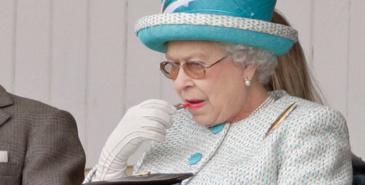Dette er dronning Elizabeth sine go-to beautyprodukter