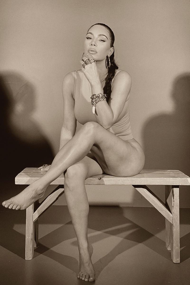 Bilde av Kim Kardashian iført smykker fra Rick Owens
