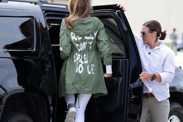 Derfor bar Melania Trump den utskjelte I really don't care do you-jakken