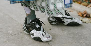 Skoringen kaster seg inn i sneakerskrigen - hva betyr det for nisjebutikkene?