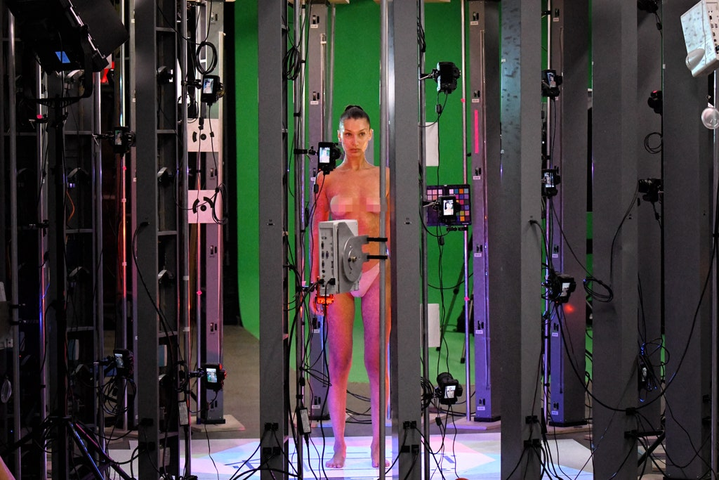 Bella Hadid får en digital avatar av seg selv for Mugler