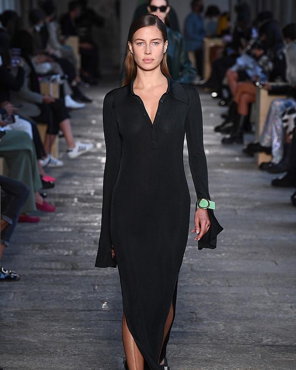 Brad Pitt sin modellkjæreste Nicole Poturalski gjør comeback på catwalken