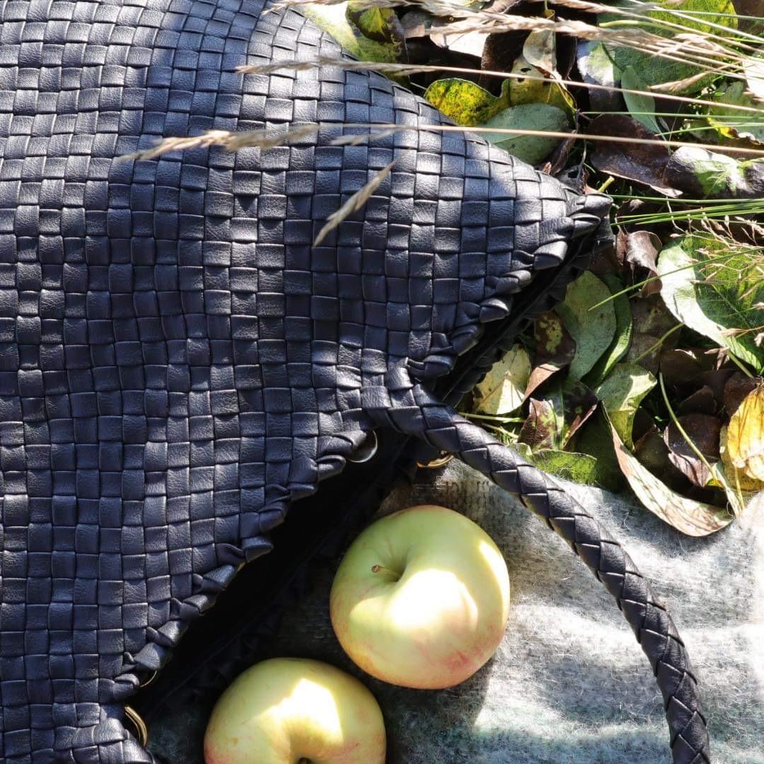 Vegansk skinn trender. Denne vesken fra Ribichini er laget av epleskinn!