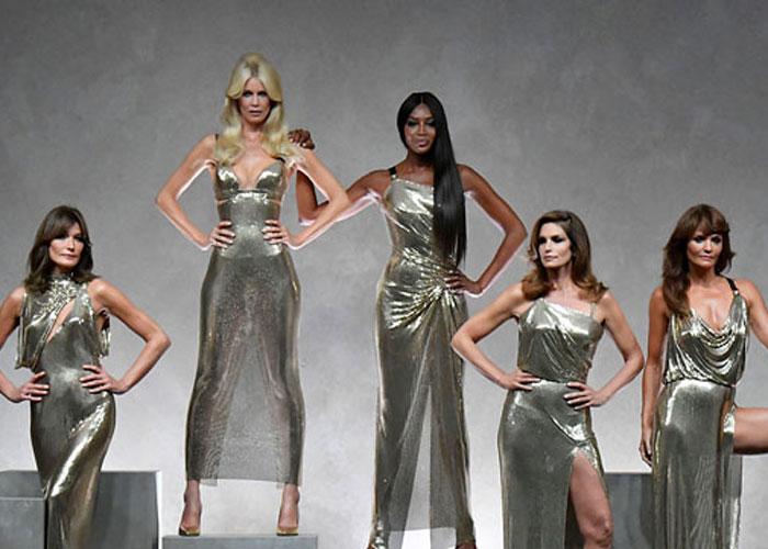 Supermodeller på catwalken for Versace