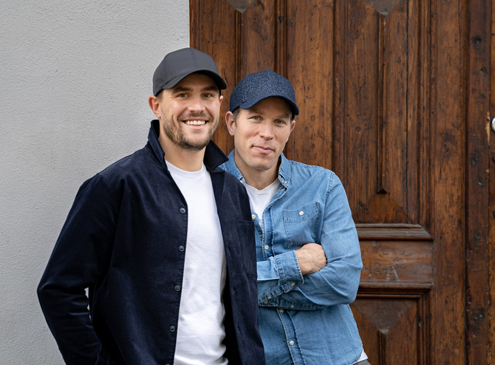 Alexander og Sebastian Adams bak det norske motemerket Varsity Headwear samarbeider med UNICEF