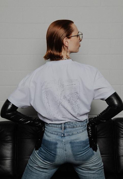 Constance Tenvik har laget denne t-skjorten for Yme