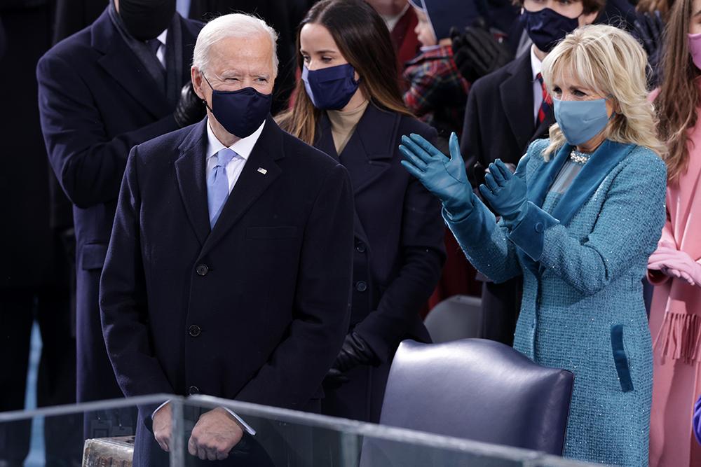 USAs president Joe Biden, førstedame Jill Biden og visepresident Kamala Harris valgte alle amerikansk design under innsettelsen onsdag.