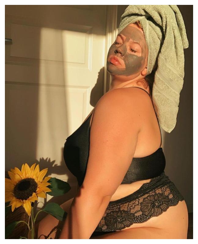Sonja Iren Johnsen med ansiktsmaske