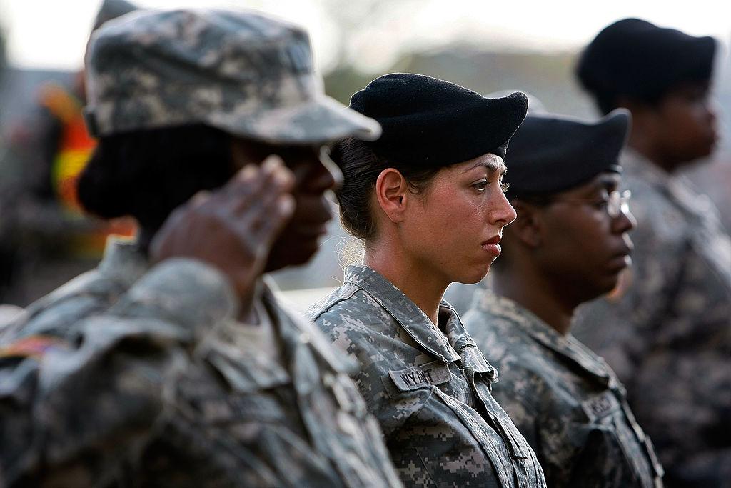 Sminke, neglelakk og afrikanske frisyrer blir tillatt i det amerikanske forsvaret