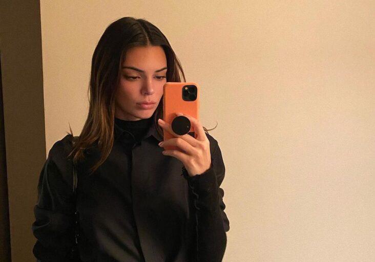 Kendall Jenner er Instagram-offisiell med Devin Booker