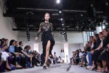 Bella Hadid snakker ut om fallet på catwalken under Michael Kors-visningen i 2017